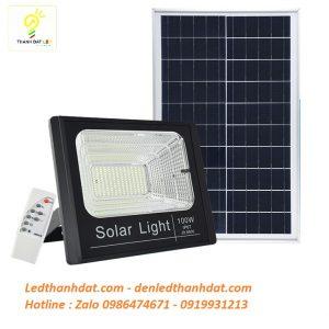 Đèn pha năng lượng mặt trời 100w