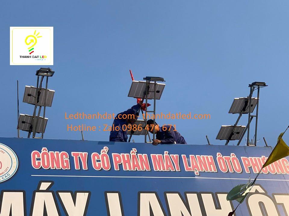 đèn pha năng lượng mặt trời hắt biển quảng cáo