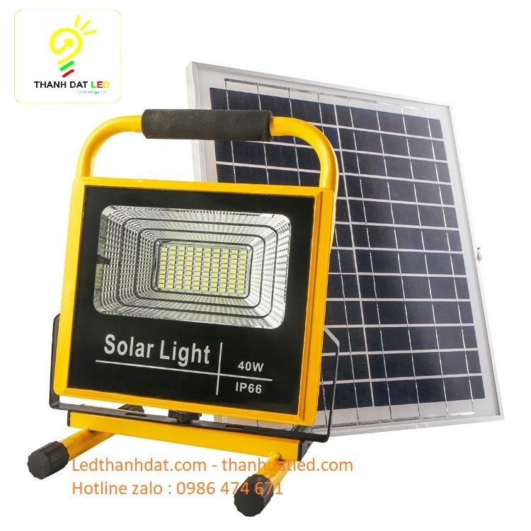 đèn pha xách tay năng lượng mặt trời 40w