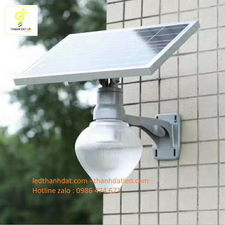 đèn treo tường sân vườn công viên năng lượng mặt trời